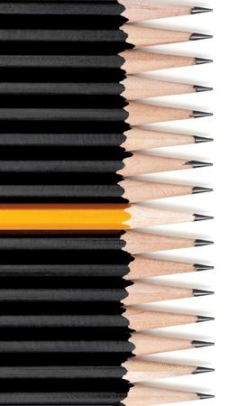 行の途中で 1 つの黄色の鉛筆と黒の鉛筆です。ドロップ シャドウと白。