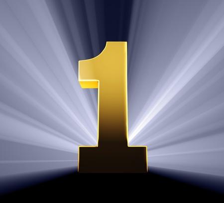numero uno: Número de oro sobre fondo azul oscuro brillante luz de fondo con los rayos de luz que brilla a través Foto de archivo