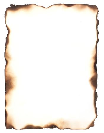 papel quemado: Los bordes quemados aislados en blanco uso como un marco o composite con cualquier hoja de papel para darle la apariencia de los bordes quemados Foto de archivo