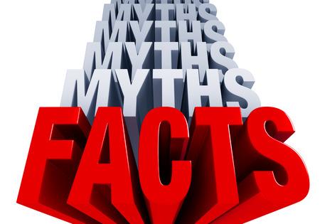 光沢のある太字の赤 FACTS\MYTHS の多くの層を持つ前景を支配するブルーグレー スタック上の光の中。白で隔離。 写真素材