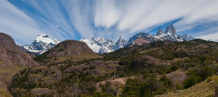 campo de hielo sur: Cerro Torre and Fitz Roy from trekking road heading to the base camp Stock Photo