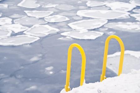 gelb: winter scene: frozen baltic sea with pack-ice