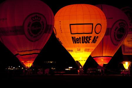 flamme: KIEL, GERMANY - JUNE 18-27: Balloon Sail 2010 on the occasion of the Kiel Week 2010, June 18-27, 2010 in Kiel, Germany Editorial