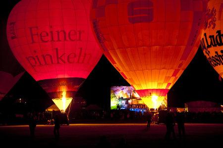 luft: KIEL, GERMANY - JUNE 18-27: Balloon Sail 2010 on the occasion of the Kiel Week 2010, June 18-27, 2010 in Kiel, Germany Editorial