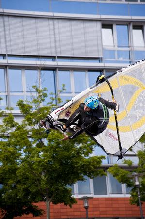 KIEL, Deutschland - Juni 26: Kiel-Woche-Ozean-Jump 2010 anlässlich der die Kieler Woche 2010, Juni 26, 2010 in Kiel, Deutschland Standard-Bild - 8449901