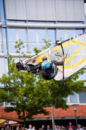 KIEL, Deutschland - Juni 26: Kiel-Woche-Ozean-Jump 2010 im Rahmen der Kieler Woche 2010, Juni 26, 2010 in Kiel, Deutschland Standard-Bild - 8449898