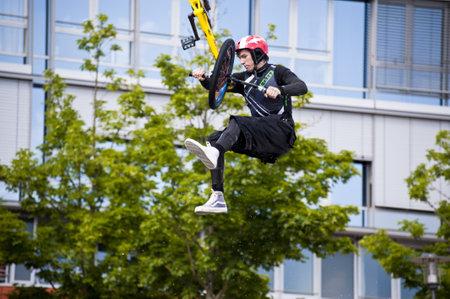 KIEL, Deutschland - Juni 26: Kiel-Woche-Ozean-Jump 2010 anlässlich der die Kieler Woche 2010, Juni 26, 2010 in Kiel, Deutschland Standard-Bild - 8449889