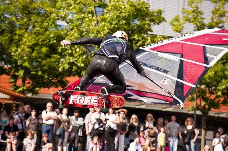 KIEL, Deutschland - Juni 26: Kiel-Week-Ocean-Jump 2010 anlässlich der der Kieler Woche 2010, 26 Juni 2010 in Kiel, Deutschland Standard-Bild - 8449964