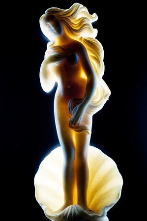 afrodita: cerca de una miniatura estatua de venus