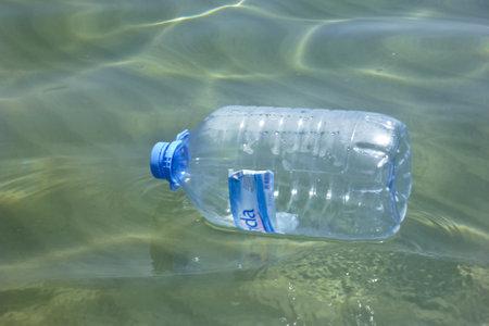 reflektion: Water bottle