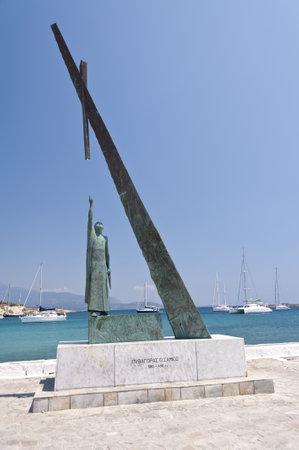 teorema: Estatua de Pit�goras en Pythagorion Editorial