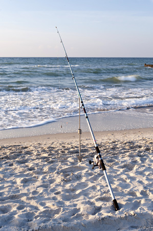 Angel am Strand von Ahrenshoop in Deutschland Standard-Bild - 32869650