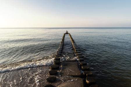 Ostseeküste in der Nähe von Ahrenshoop in Deutschland Standard-Bild - 90169340