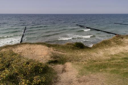 Ostseeküste in der Nähe von Ahrenshoop in Deutschland Standard-Bild - 90169344