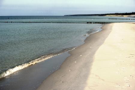 Ostseeküste in der Nähe von Ahrenshoop in Deutschland Standard-Bild - 90232595