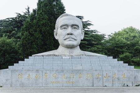 yat sen: Stone statue