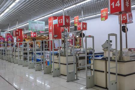 cassa supermercato: Supermercato zona registratore di cassa