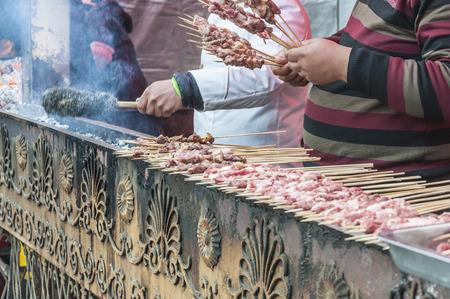 xinjiang: Xinjiang brochettes d'agneau Banque d'images
