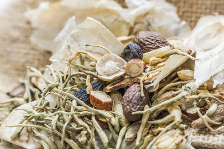 medicina tradicional china: La medicina herbal china Foto de archivo