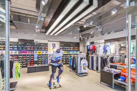 ropa deportiva: Tiendas de artículos deportivos Editorial