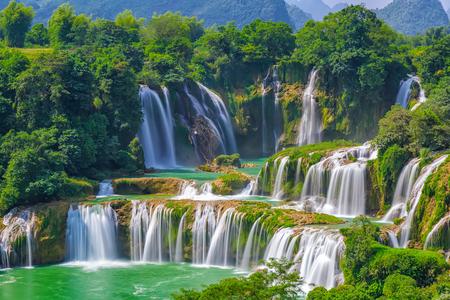 Landschaftsansicht des Wasserfalls Detian Standard-Bild - 71149556