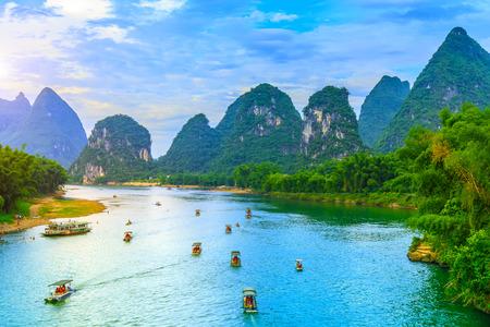Guilin Lijiang Flusslandschaft in Yangshuo Standard-Bild - 71638933