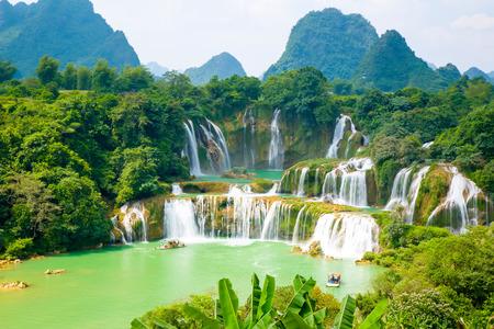 waterfall scenery Foto de archivo