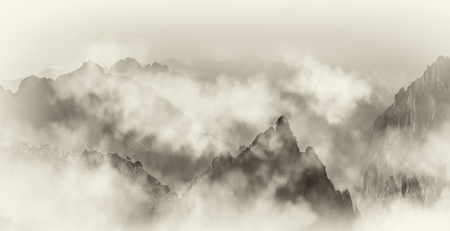 The far mountain and cloud sea in Mount Huangshan Imagens