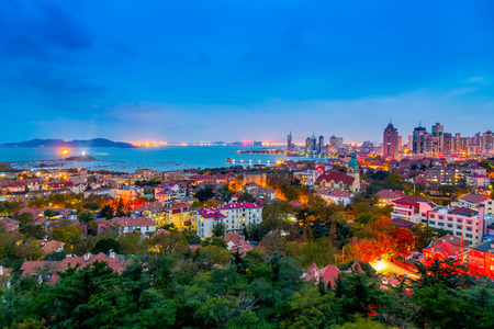 Die Skyline der Architekturlandschaft in der Altstadt von Qingdao Standard-Bild - 97995456