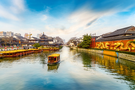 Gestalten Sie Landschaftsansicht einer alten Stadt in Nanjing, China landschaftlich Standard-Bild - 95281071