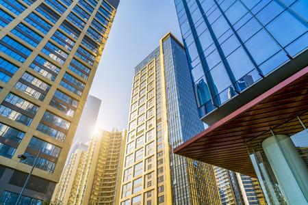 상업 건물은 광저우 중국에서 낮은 각도로 볼 수 있습니다.