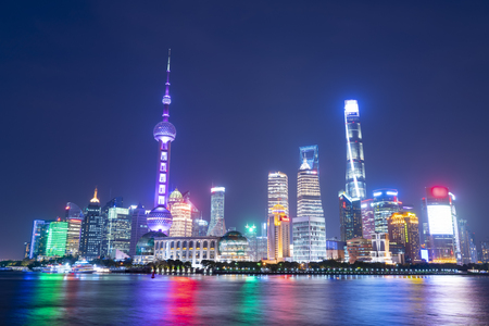 Skyline of urban architectures at Shanghai 版權商用圖片 - 102559865