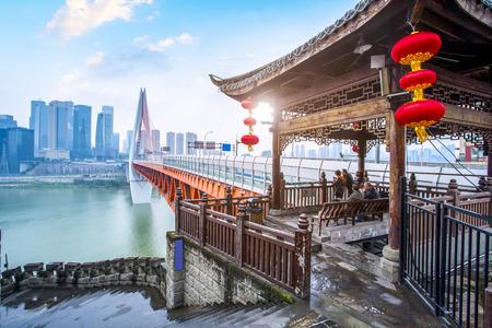 Orizzonte del paesaggio di architettura di vista di notte della città di Chongqing