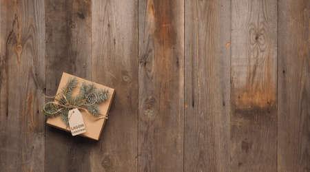 Lagom, Swedish concept of balanced lifestyle. Christmas craft box on a rustic table. Standard-Bild
