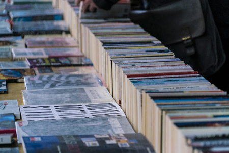 Second Hand Books - Street sale on South Bank LONDON, ENGLAND - FEBRUARY 22, 2016 Editöryel