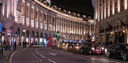 リージェント · ストリートの夜ロンドン、イギリス - 2016 年 2 月 22 日