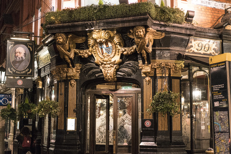 covent: Beautiful English Pub The Salisbury in London Covent Garden LONDON, ENGLAND - FEBRUARY 22, 2016 Editorial