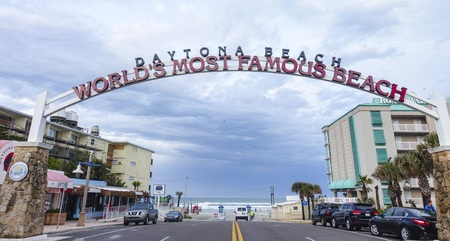 Welcome to worlds most famous beach sign in Daytona beach 報道画像