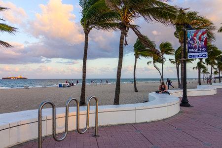 sawgrass: Ocean Walk in Fort Lauderdale in the evening