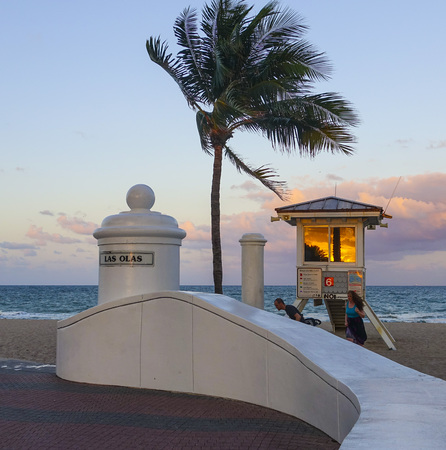 walk in: Las Olas Ocean Walk in Ft. Lauderdale Editorial