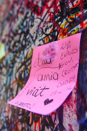 romeo: Love letters on the wall at Juliets house in Verona - Romeo and Juliet Editorial