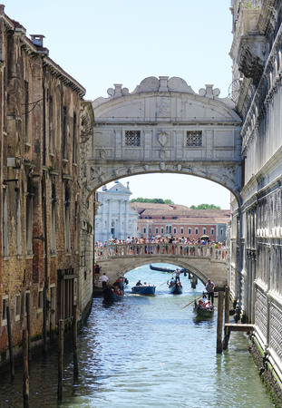 doge: Famous Ponte dei Sospiri at Doge s Palace in Venice Editorial