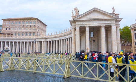 st  peter's square: St Peters Square at Vatican City in Rome - ROME, ITALY - NOVEMBER 5, 2016