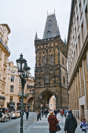 The Gate to the historic district in Prague Old Town - PRAGUE / CZECH REPUBLIC - MARCH 20, 2017 新聞圖片