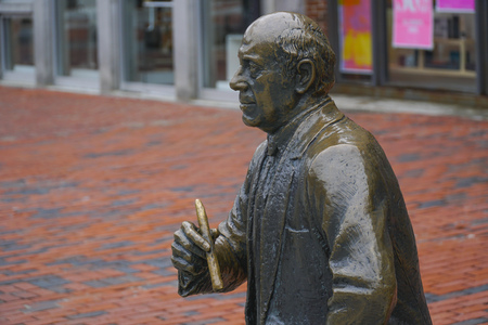 prudential: Bronze statue at North Boston pedestrian zone - BOSTON , MASSACHUSETTS