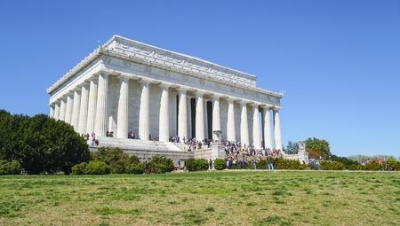 lincoln memorial: Famous Lincoln Memorial in Washington DC - WASHINGTON DC - COLUMBIA - APRIL 7, 2017