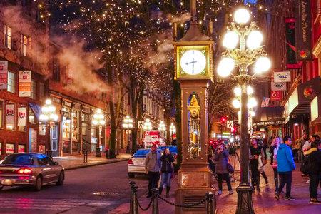 La vecchia città di Vancouver alla notte - distretto di Gastown - VANCOUVER / CANADA - 12 aprile 2017 Archivio Fotografico - 81399303