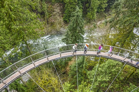 Wonderful Capilano Suspension Bridge Park in Canada - CAPILANO / CANADA - APRIL 12, 2017 Éditoriale