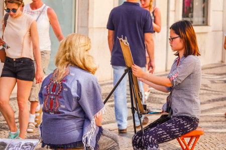 Street artist - street painter in Lisbon 報道画像