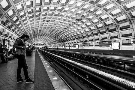 The platform of Washington Underground - WASHINGTON DC - COLUMBIA - APRIL 9, 2017 Stok Fotoğraf - 82469527